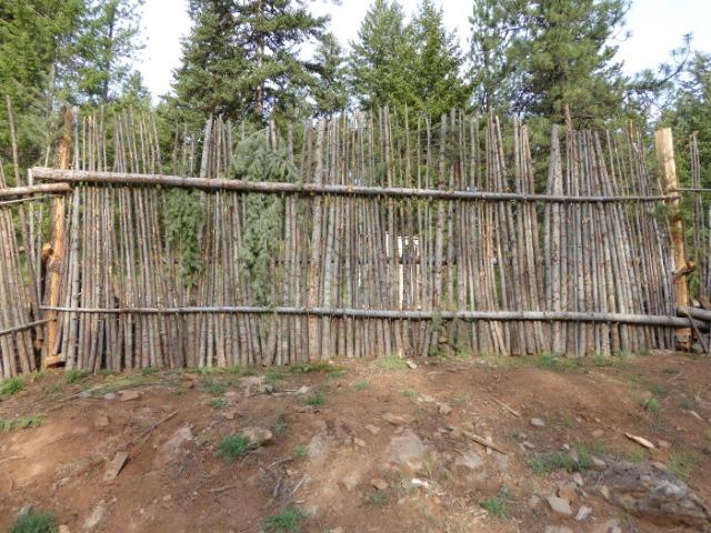 junkpole-fence-1