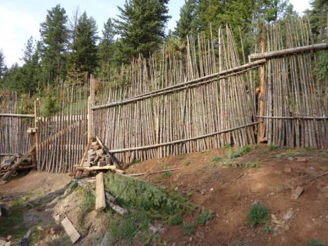 junkpole-fence-2