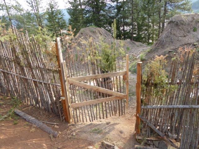 junkpole-fence-gate